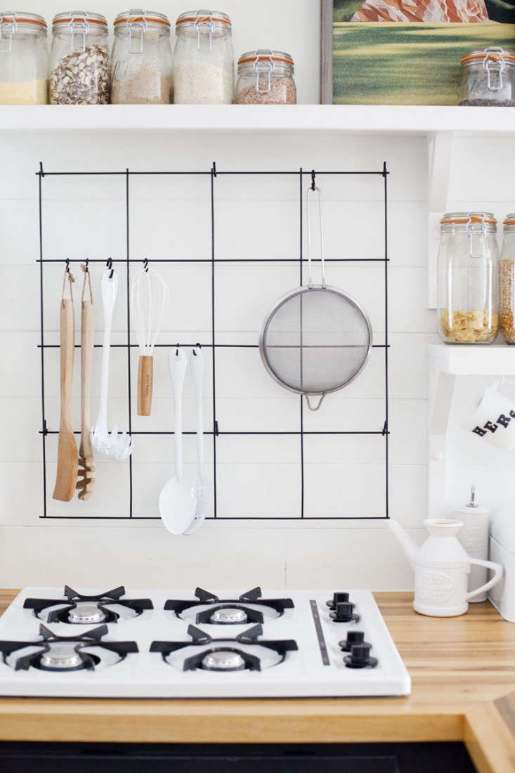 A $38 DIY Pot Rack that\'s Perfect for Compact Kitchens