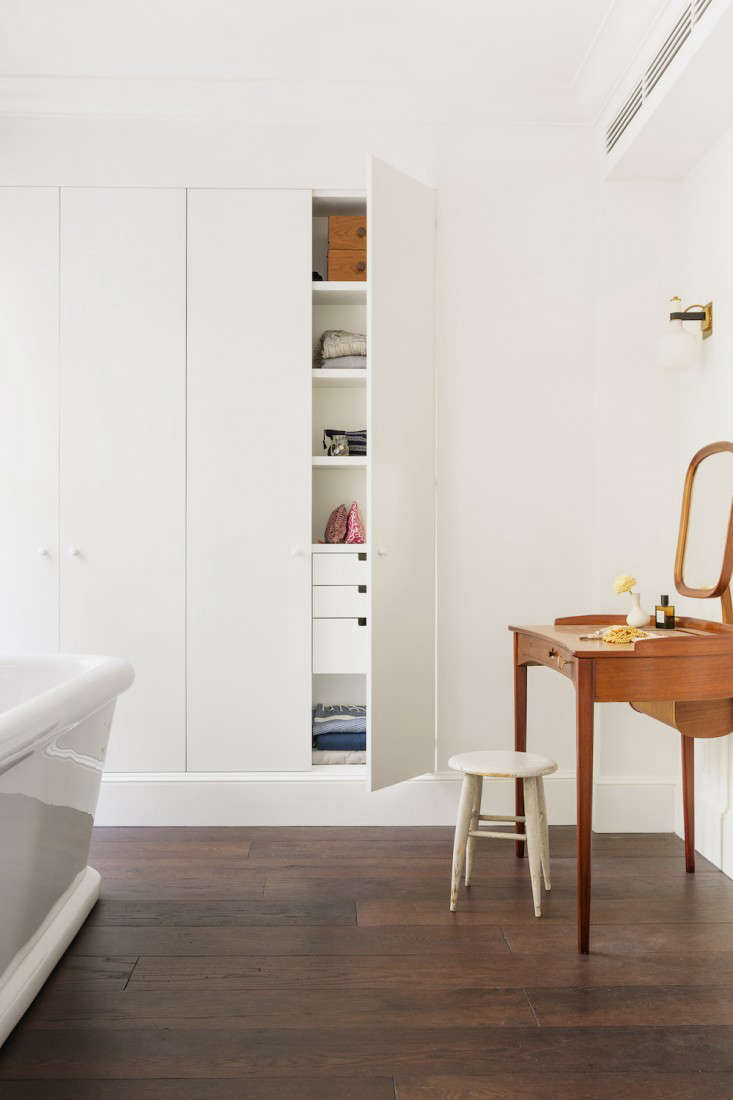 Archive Dive: Our 11 Favorite Built-in Storage Cabinets, Minimalist Edition