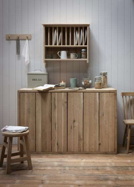 Above The Raw Oak Wall-Mounted Plate Rack holds 10 plates and is £225 from Burford. & 10 Easy Pieces: Wall-Mounted Plate Racks - The Organized Home
