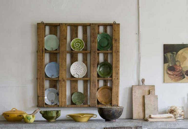 10 Easy Pieces Wall-Mounted Plate Racks & 10 Easy Pieces: Wall-Mounted Plate Racks - The Organized Home