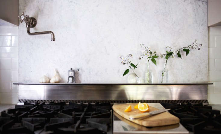 Michelle's marble backsplash is back to its original pristine condition after she applied a poultice to the grease stains.Photograph by Liesa Johannsson for Gardenista, fromMy Dirty Secret, or How I Learned to Live with a Marble Backsplashfor details.