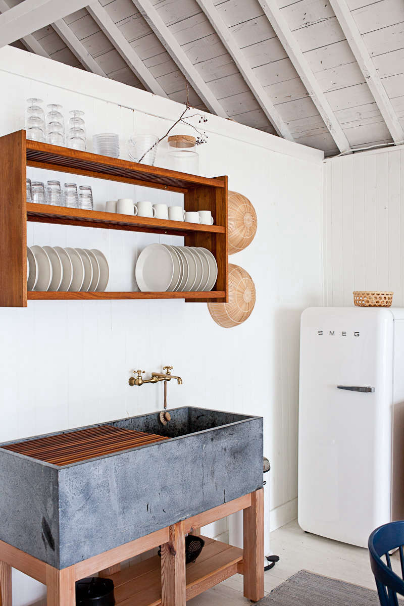 Drip Dry: 13 Kitchens with Wall-Mounted Dish Racks - The