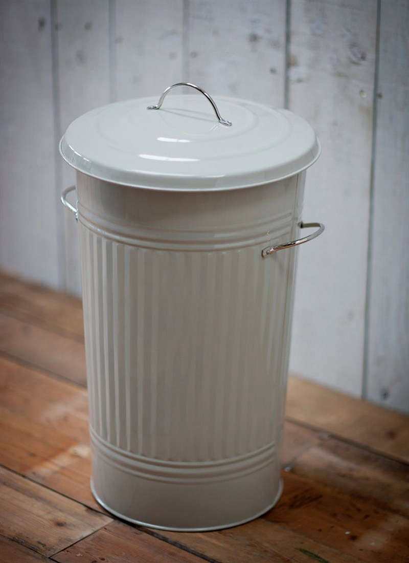 Enameled steel trash can from Garden Trading England