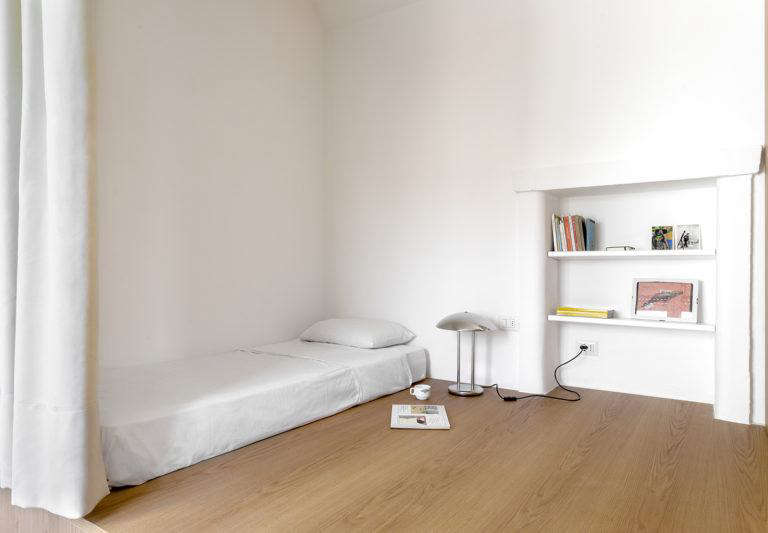 The Small-Space Bedroom: 8 Ideas to Steal from an Efficient ...