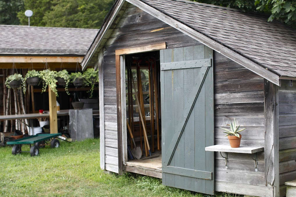 10 Ideas to Organize the Perfect Potting Shed