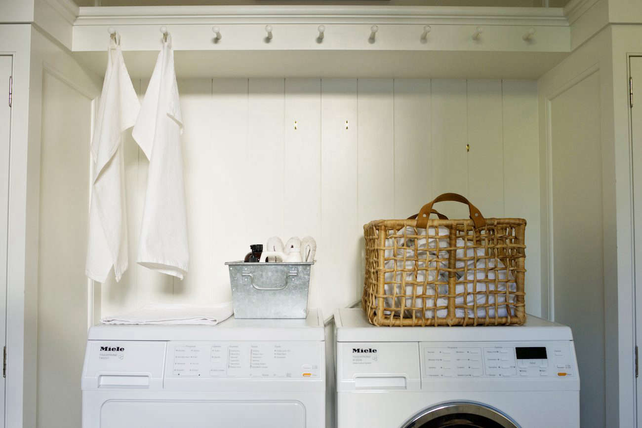 Vinegar can freshen up towels that smell mildewy and musty. Photograph byAndres Gonzalez, fromTricks of the Trade: 8 Tips for Elegant Storage with Architect Barbara Chambers.