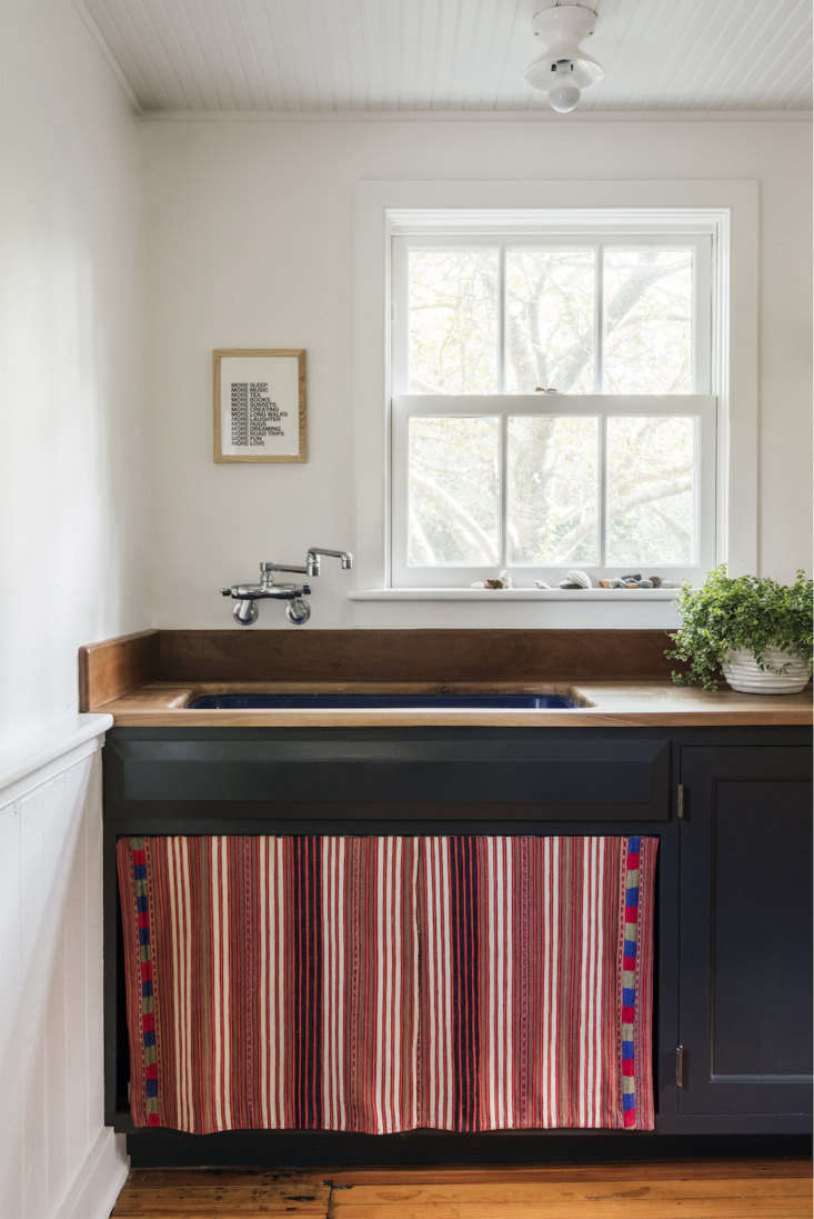 New Old Trend: 10 Fresh Examples Of Sink Skirts And Cabinet Curtains