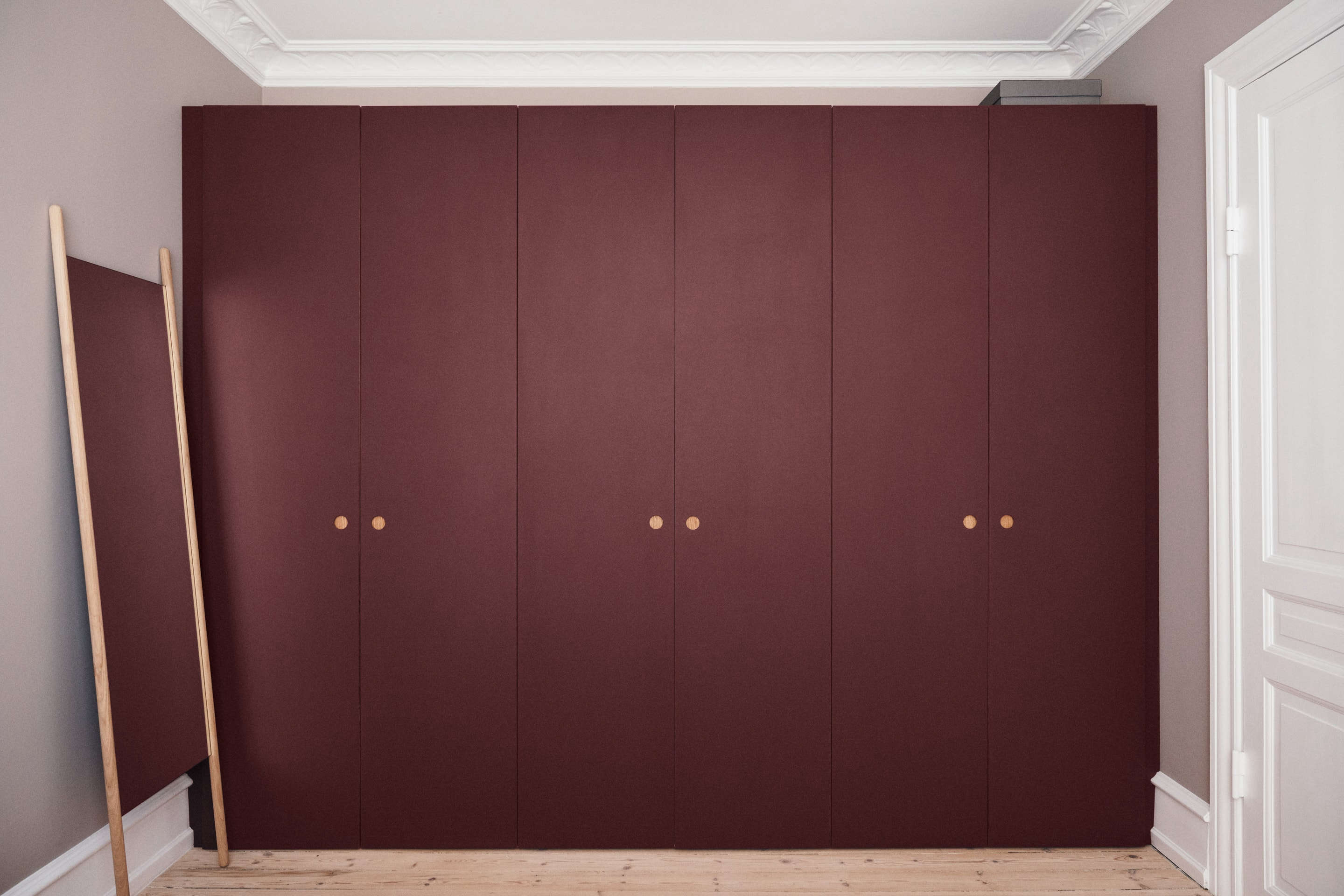 10 Favorite Ikea Pax Wardrobe Hacks From Designers