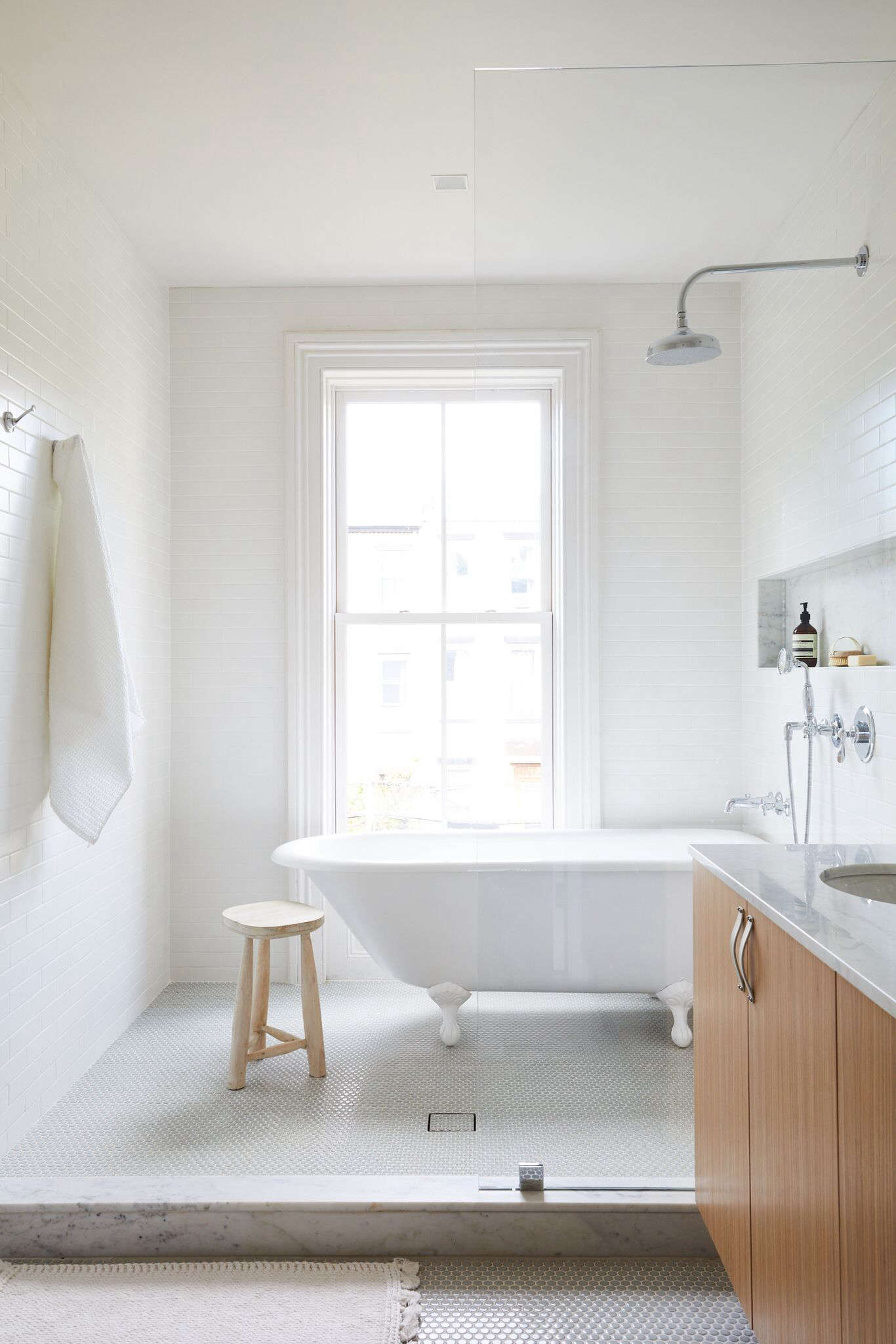 Archive Dive: 10 Tiled Bathrooms with Niched Shelves