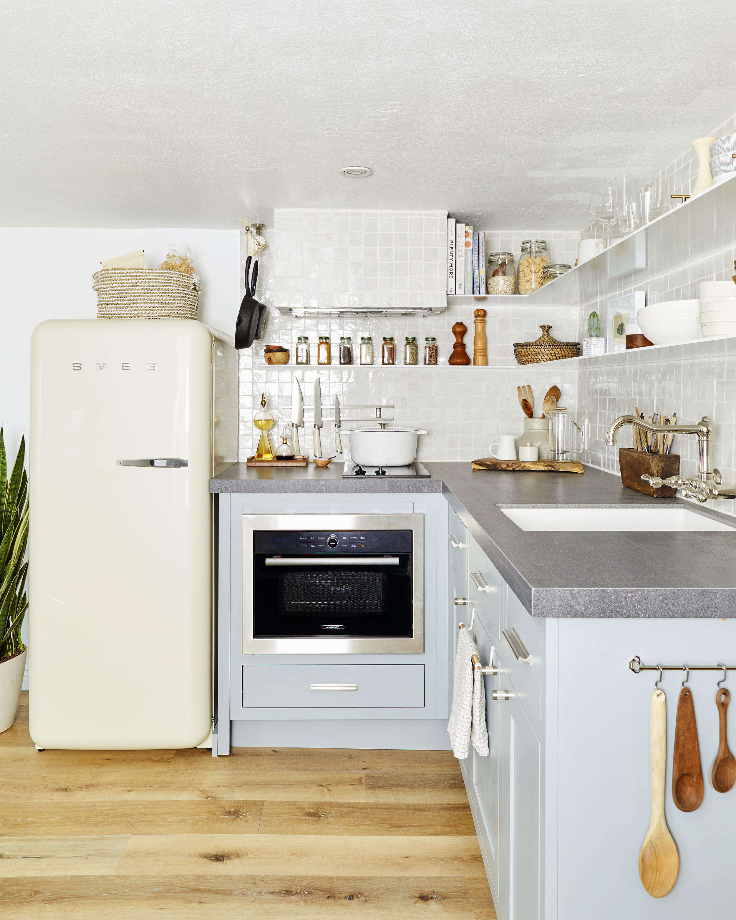 Supersized Storage In A Tiny Kitchen: 7 Game-Changing Aha